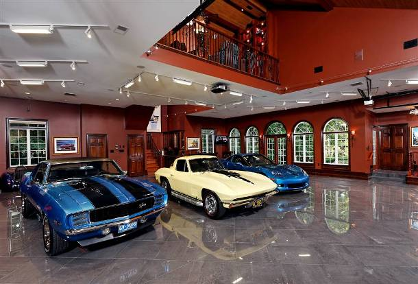 luxury-living-room-garage